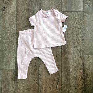 BNWT Old Navy 2 piece ribbed set 12-18 M